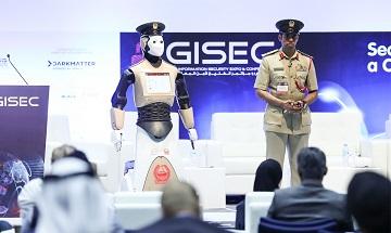 Первый робокоп-полиглот приступил к службе