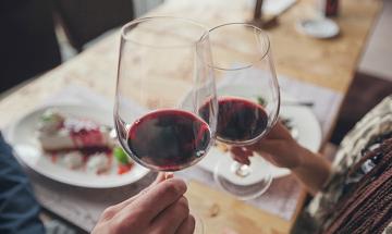 Ученые предлагают выпить, чтобы выучить язык