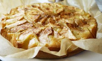 Откуда появилось название яблочного пирога шарлотки?